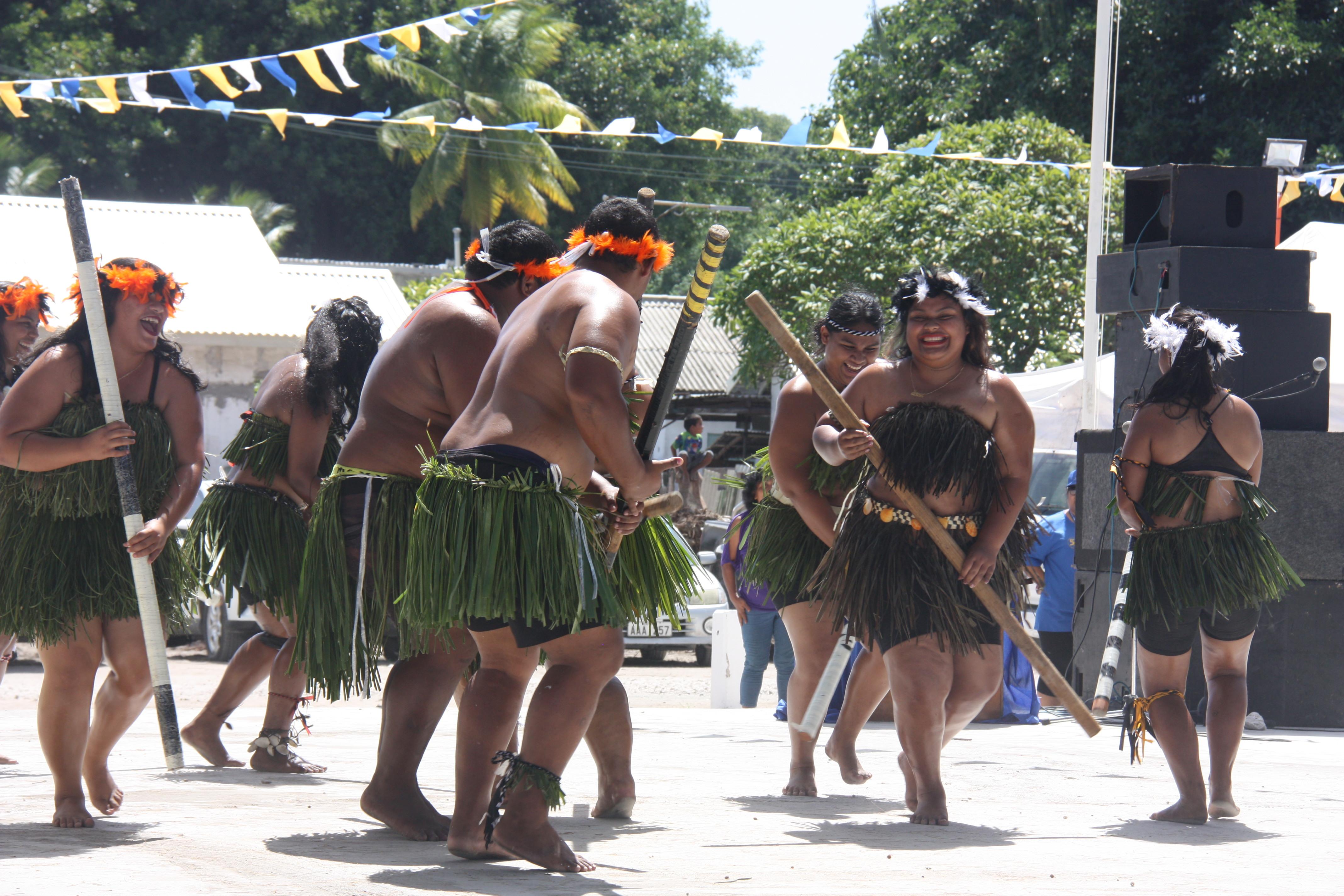 諾魯傳統舞蹈4.JPG