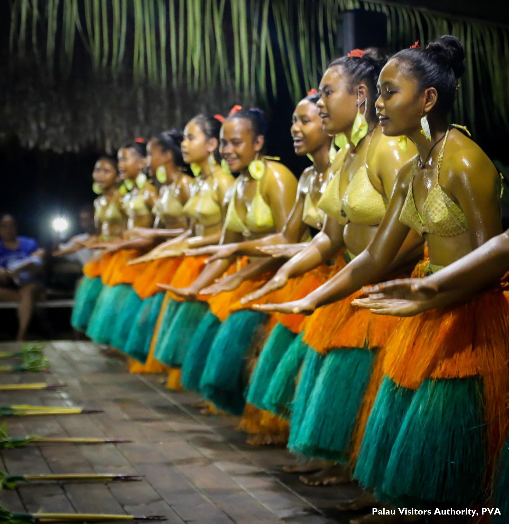Traditional dancing_Dusk at Todai(400k).jpg